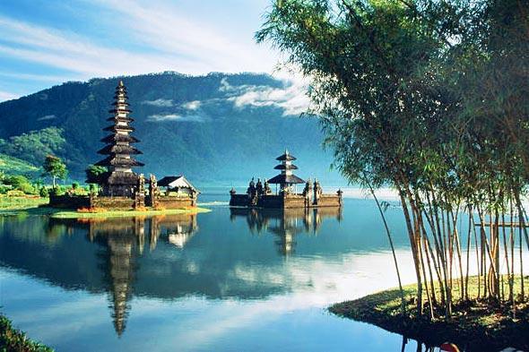 Индуистские храмы на озере Братан, Бали
